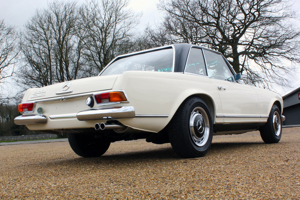 1970 mercedes benz 280 sl 39 pagoda 39 is truly best of show for Mercedes benz care