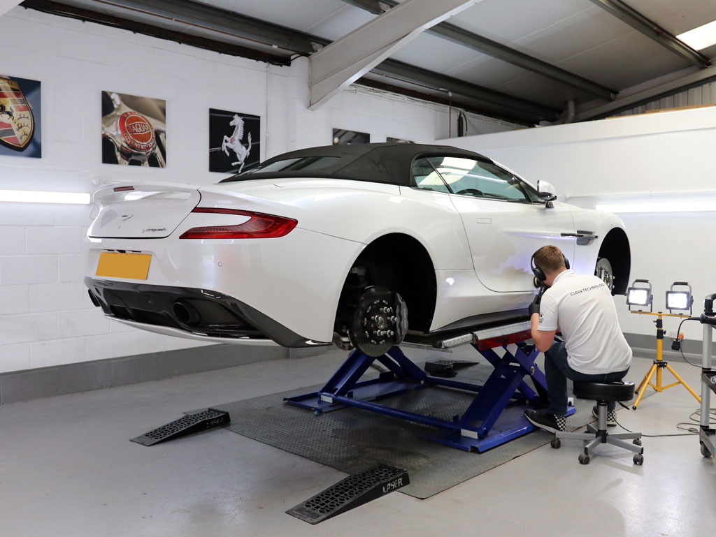 Aston Martin Vanquish Volante – 2-Stage Gloss Enhancement