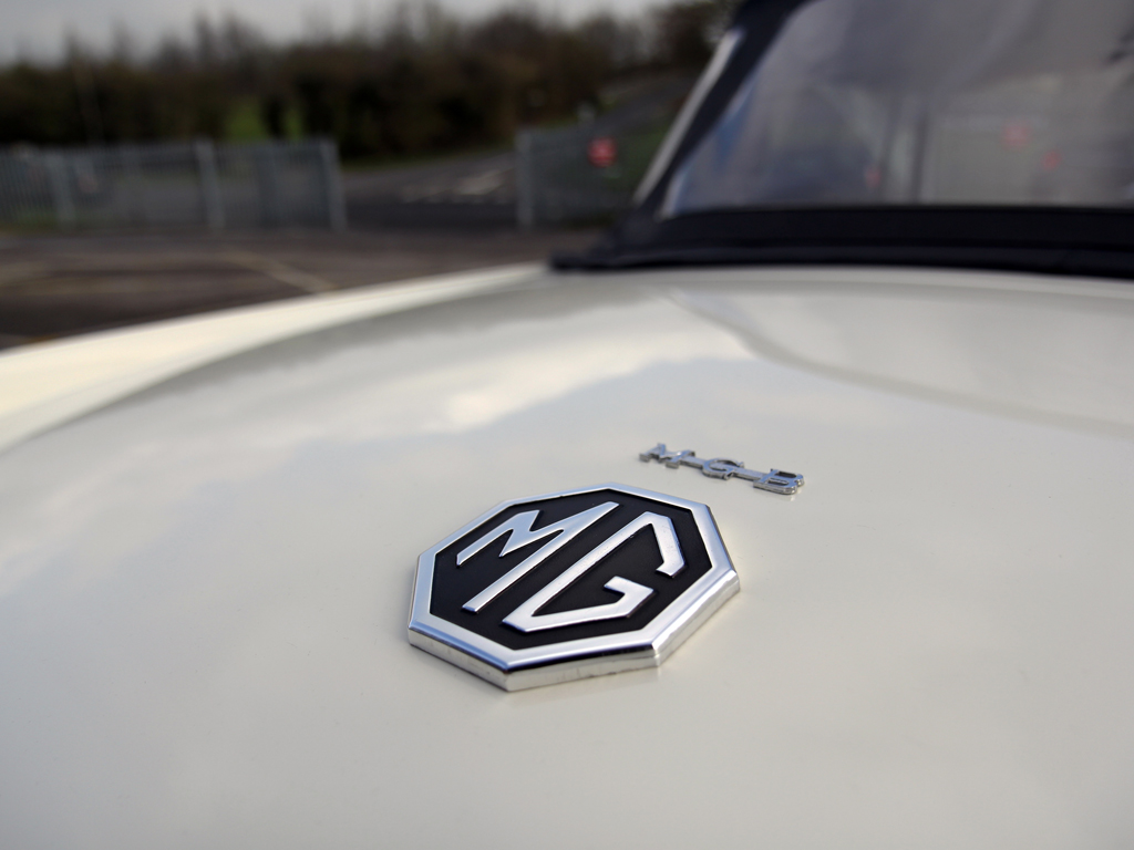 'Old English White' MGB Shines With Infinity Wax Hybrid Coating