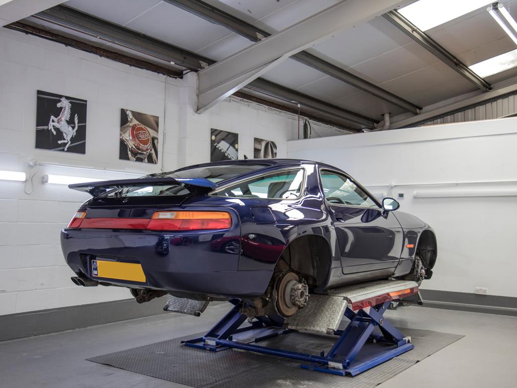 1994 Porsche 928 GTS – A Modern Classic Restored