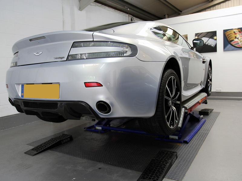 Aston Martin Vantage N420 - Gloss Enhancement Treatment