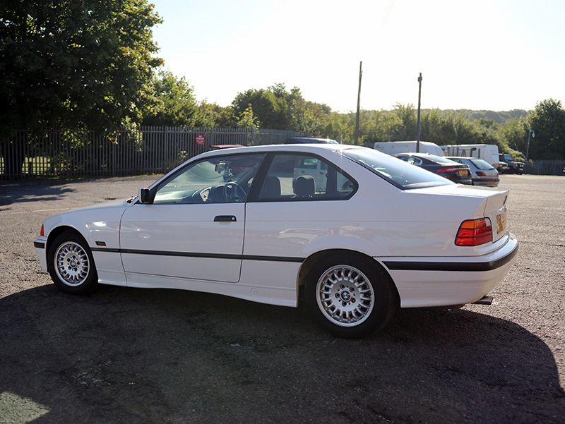 BMW 320i E36 - Gloss Enhancement Treatment