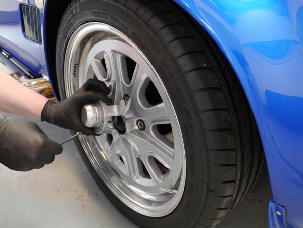 Polish-finished rims require pH-neutral wheel washes to ensure they are not stained during the wash process.