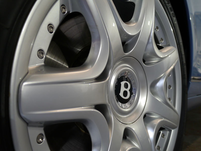 Bentley Flying Spur wheels sealed with 22PLE VM1 Signature Rim & Metal Coat